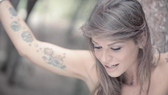 alessandra-amoroso-bellezza-incanto-e-nostalgia-video-maxw-650