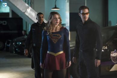 supergirl-season-2-photos-2_full